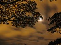Nubes que apresuran Imagenes de archivo