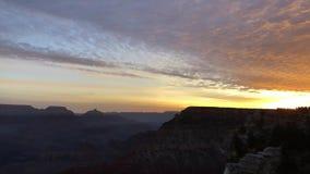 Nubes rojas de la puesta del sol del paisaje del sur hermoso del borde metrajes