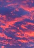 Nubes rosadas brillantes estupendas Imágenes de archivo libres de regalías