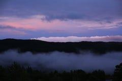 Nubes rosadas en Noruega Foto de archivo libre de regalías