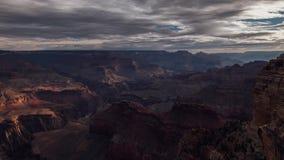 Nubes siniestras de la oscuridad sobre Grand Canyon, Arizona almacen de video