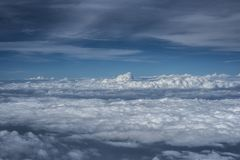 Nubes sobre Asia de un avión Fotografía de archivo