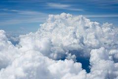 Nubes sobre Asia de un avión Imagen de archivo libre de regalías