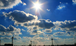 Nubes sobre ciudad fotos de archivo libres de regalías