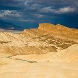 Nubes sobre Death Valley Imagen de archivo libre de regalías