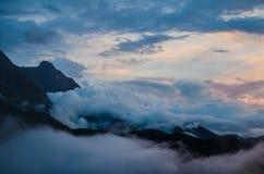 Nubes sobre Dhauladhars Imagenes de archivo