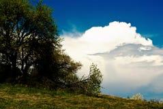 Nubes sobre el abismo imagen de archivo
