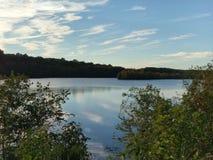 Nubes sobre el lago McCormack Fotos de archivo libres de regalías