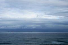 Nubes sobre el mar Foto de archivo