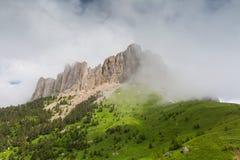 Nubes sobre el mountayn Thach grande Imagenes de archivo
