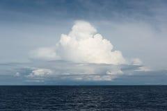 Nubes sobre el océano Fotografía de archivo libre de regalías