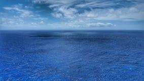 Nubes sobre el océano de la costa de Oahu, Hawaii imagen de archivo libre de regalías