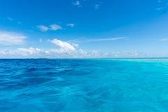Nubes sobre el océano en Maldivas Fotos de archivo libres de regalías
