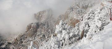 Nubes sobre el panorama cinco de Sandias foto de archivo