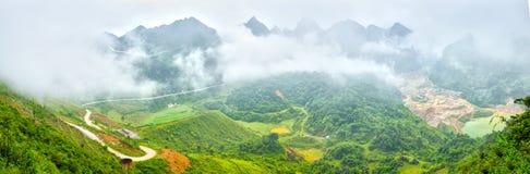 Nubes sobre el paso Cao Bang, Vietnam del mA Phuc imagen de archivo libre de regalías