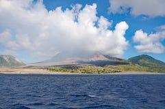 Nubes sobre el volcán de Montserrat Imagenes de archivo