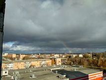 Nubes sobre la ciudad imagen de archivo libre de regalías