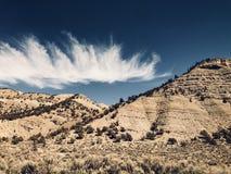 Nubes sobre las montañas fotos de archivo libres de regalías
