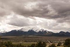 Nubes sobre las montañas de Colorado Imagenes de archivo