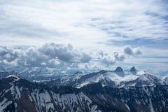 Nubes sobre las montañas suizas Fotos de archivo