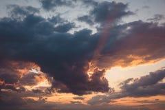 Nubes teñidas coloridas Imagen de archivo libre de regalías