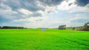 Nubes verdes del campo y de tormenta, time lapse panorámico almacen de video