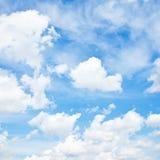 Nubes y cielo azul fotos de archivo libres de regalías
