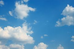 Nubes y cielo azul Fotografía de archivo