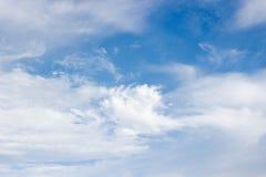 Nubes y cielo azul Foto de archivo libre de regalías