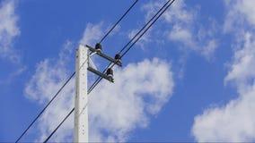 Nubes y cielo azul solamente para el fondo, ninguna tierra y ningún mar almacen de metraje de vídeo