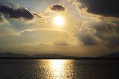 Nubes y cielo dramático Imágenes de archivo libres de regalías