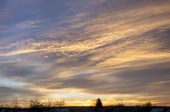 Nubes y cielo durante salida del sol Fotos de archivo