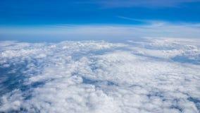 Nubes y cielo grandes de la cena en naturaleza Imagenes de archivo