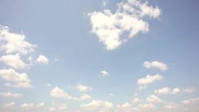 Nubes y cielos en luz natural almacen de video