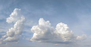 Nubes y fondo del cielo azul Imagen de archivo libre de regalías