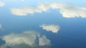 Nubes y lago almacen de video