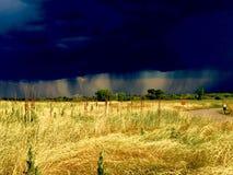 Nubes y lluvia en la distancia Fotografía de archivo