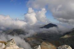 Nubes y monta?as Imagen de archivo libre de regalías