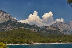 Nubes y montañas Imagen de archivo libre de regalías