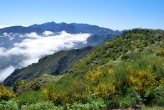 Nubes y montañas de Madeira Foto de archivo