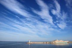 Nubes y muelle Foto de archivo libre de regalías