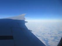 Nubes y opinión del aeroplano del ala Fotografía de archivo libre de regalías