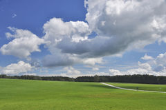 Nubes y prados Imagen de archivo libre de regalías