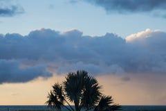 Nubes y puesta del sol Fotos de archivo libres de regalías