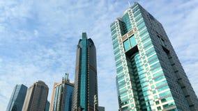 Nubes y rascacielos, lapso de tiempo almacen de video