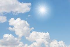 Nubes y sol Foto de archivo