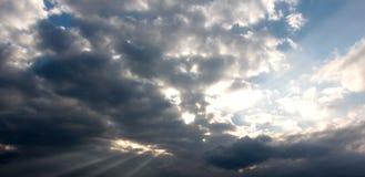 Nubes y sol Fotos de archivo libres de regalías