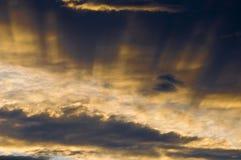 Nubes y sunrays Fotografía de archivo
