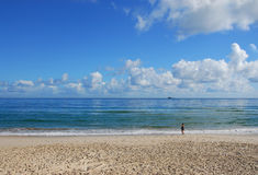 Nubi & mare nella baia di Byron, Australia Fotografie Stock Libere da Diritti