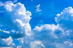 Nubi bianche nel cielo Immagini Stock Libere da Diritti